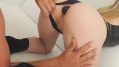 Buttplug Stretches Riley Reyes' Butt Before Anal
